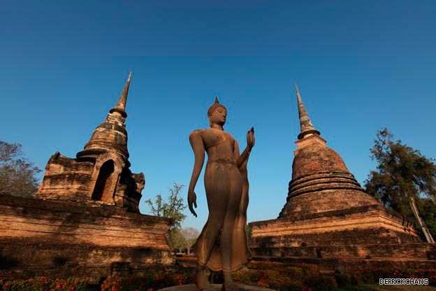 the largest and principal temple of the Sukhothai Kingdom.jpg