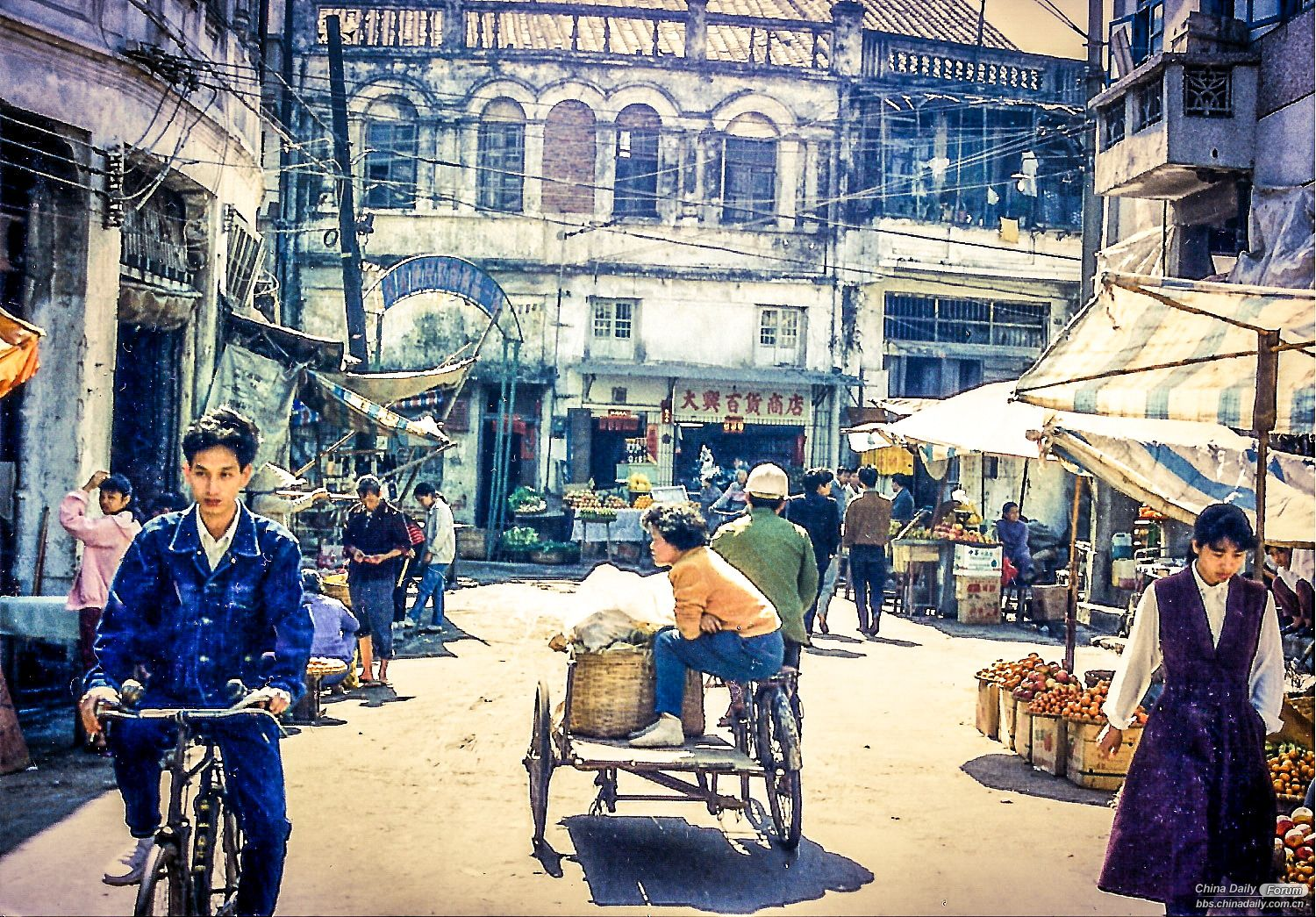 Old port area of Haikou 1993.jpg
