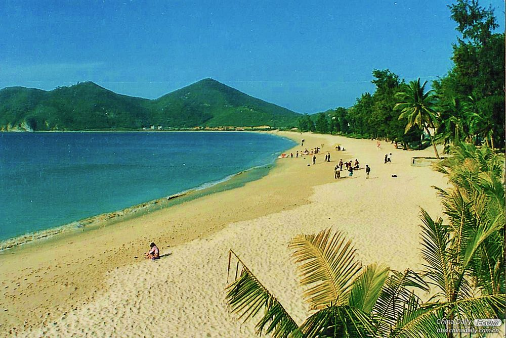 Dadonghai Beach looking to Luhuitou Sanya 1993.jpg