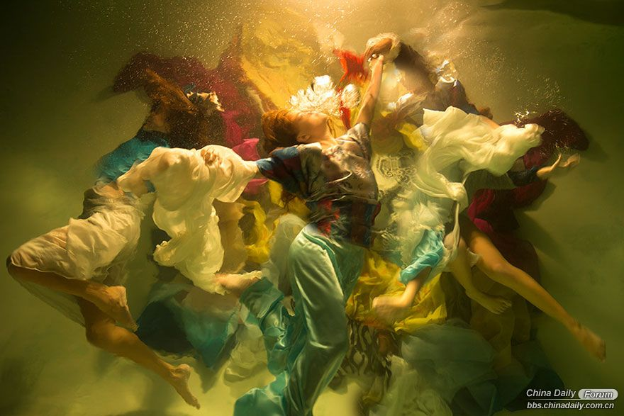 underwater-photography-dramatic-baroque-paintings-muses-christy-lee-rogers-7-5ba.jpg