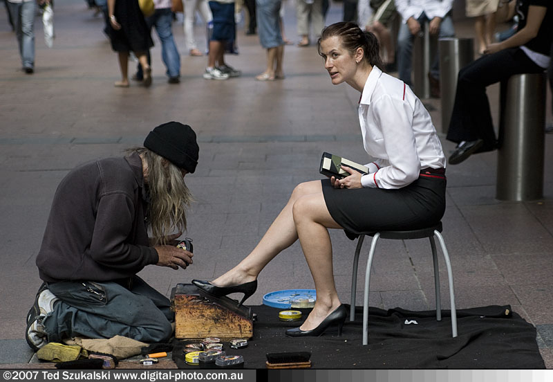 Shoeshine_homeless_and_woman_client_MG_6348-27.jpg